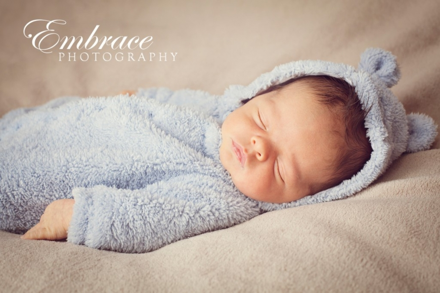 baby-bunny-jumpsuit-adelaide-baby-photographer-embrace-photography