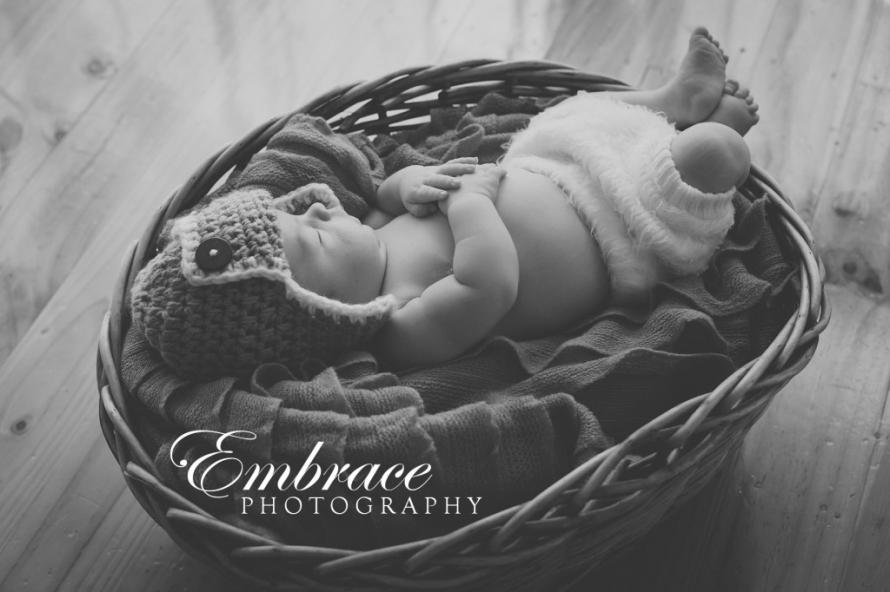 baby-sleeping-basket-adelaide-baby-photographer-embrace-photography